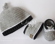 62 ideas for crochet baby set shower gifts etsy Crochet Bebe, Crochet Baby Shoes, Crochet Baby Clothes, Crochet Gifts, Baby Boy Shoes, Baby Booties, Baby Boy Gifts, Baby Boys, Artisanats Denim