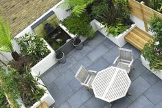 24 Awesome Small Garden Design Ideas Pictures : Backyard Small Garden With Wooden Bench And Outdoor Dining Area Garden Design London, Small Garden Design, Patio Design, Small Balcony Garden, Garden Spaces, Contemporary Garden Design, Garden Paving, Small Courtyards, Family Garden