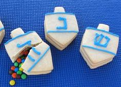 Surprise your family and friends this Hanukkah with these fun Dreidel cookies that you can fill with a small gift of candies, or perhaps raisins or nuts. 12 - 18 cookies, depending on the size of your cutter Hanukkah Dessert Recipes, Holiday Cookie Recipes, Holiday Cookies, Candy Recipes, Desserts, Christmas Recipes, Hannukah Cookies, Holiday Snacks, Holiday Baking