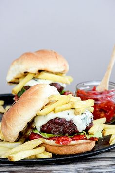 Blue Cheese Burger with Tomato-Shallot Jam | www.floatingkitchen.net