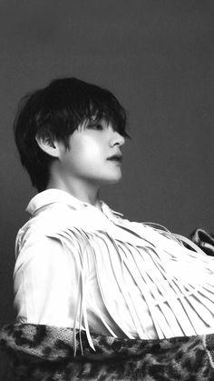 Kim Taehyung looking like an anime character pt 19283752837272 Bts Taehyung, Bts Bangtan Boy, Taehyung Photoshoot, Jimin Jungkook, Daegu, Billboard Music Awards, Foto Bts, Taekook, Kpop