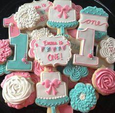 Cookies/Cakes and Cupcakes Cookies For Kids, Fancy Cookies, Cute Cookies, Iced Cookies, Royal Icing Cookies, Cupcake Cookies, Sugar Cookies, First Birthday Cookies, Galletas Cookies