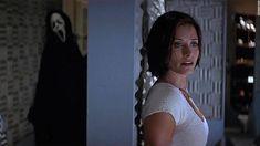 Best Movie Trilogies, Movie Sequels, Scream 2, Scream Movie, Scary Movies, Horror Movies, Good Movies, Courteney Cox Scream, She Movie