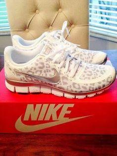 Sexy woman shoes nike leopard print