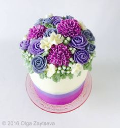 Learn how to make very trendy buttercream dahlia, roses and blossoms, and create this gorgeous flower cake.
