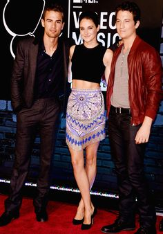 Theo James, Shailene Woodley, Miles Teller at the VMAs. Divergent, The spectacular now, The fault in our stars.