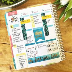 First half of the week in my @erincondren LifePlanner. Busy week, and that's exactly why I plan. The more I have to do, the less that gets done if I don't manage my time effectively with my planner. #plannerlove #willowcrestlanelife