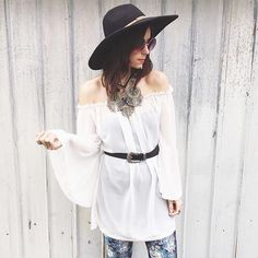 A bit of love from London today. It's nearly summertime & festival season over there! Who's excited!?  Image of the gorgeous @naomirowland in her flares  #summer #festival #festivalstyle #bellbottoms #bells #flares #boho #bohemian #gypsy #gypsysoul #glam #hippy #london #uk #summertime #ootd #fashion #style #retro #blogger #fashionista #instamood #seventies