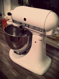 Kitchen aid white