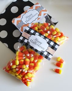 Halloween Treat Bag Toppers Free printable Halloween Treat Bag Toppers from Chicfetti Source by pammcmurtry Halloween Treat Bags, Holidays Halloween, Happy Halloween, Halloween Decorations, Halloween Party, Halloween Baking, Holiday Treats, Holiday Parties, Holiday Fun