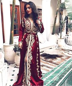 Image de clothes, morocco, and caftan Kaftan Moroccan, Morrocan Dress, Morrocan Wedding Dress, Morrocan Fashion, Arab Fashion, Look Fashion, Fashion Design, Arabic Dress, Oriental Dress