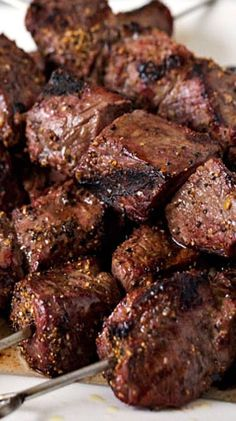 How To Cook Perfect Steak Kabobs Tender, juicy pieces of steak skewered, seasoned and grilled to perfection. Steak kabobs are my favorite way to barbecue steak in the summer. Kabobs cook quickly so you spend less time at the grill and more time enjoying y Beef Kabob Recipes, Grilling Recipes, Cooking Recipes, Sirloin Recipes, Grilled Steak Recipes, Grilling Ideas, Game Recipes, Cooking Games, Steak Skewers