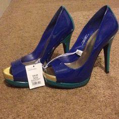 Target Women's Pump Size 7, Multi colored in Blue, Teal, and Gold. Features cushioned footbed. Never worn Target  Shoes