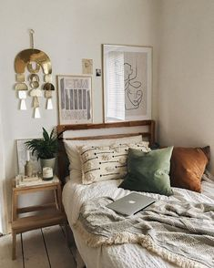 Grey Room Decor, Boho Bedroom Decor, Home Bedroom, Bohemian Bedrooms, Bedroom Furniture, Furniture Ideas, Bohemian Decor, Bohemian Homes, Warm Bedroom