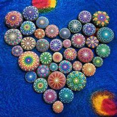 Le meravigliose pietre colorate con i mandala (FOTO)