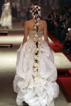 The Look: Christian Lacroix Haute Couture Spring/Summer 2006 Christian Lacroix, Style Couture, Dior Couture, Couture Fashion, Look Fashion, High Fashion, Fashion Design, Gothic Fashion, Bridal Gowns
