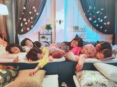 Image about kpop in SNSD (Girls' Generation) by Vanilla♡ Sooyoung, Kim Hyoyeon, Im Yoona, Girls Generation, South Korean Girls, Korean Girl Groups, Holiday Nights, Angel And Devil, Doja Cat