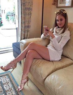 I ❤ her tight mini dress and high heels, she has long beautiful legs.