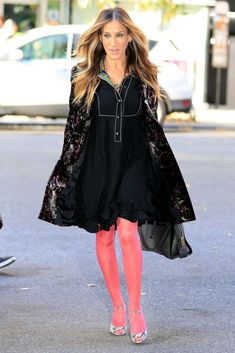 Sarah Jessica Parker, Its Cold Outside, Carrie Bradshaw, Dress Skirt, The Outsiders, Winter Fashion, Runway, Tights, Footwear