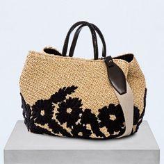 Enter the official website Ermanno Scervino. Crochet Tote, Crochet Purses, Tote Handbags, Purses And Handbags, Clutch Bag, Tote Bag, Ethno Style, Boho Bags, Fabric Bags
