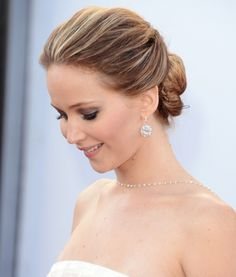 Hair How To: Jennifer Lawrence's Soft Updo