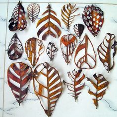 cut out leaves, leaf art by Jasmine Matus (via jasminematus) Art Et Nature, Deco Nature, Nature Crafts, Land Art, Gcse Art, Natural Forms, Organic Forms, Art Plastique, Autumn Leaves