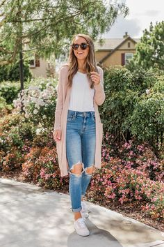 Amazing 45 Simple Spring Outfits Style with Jeans . Spring Outfits For School, Cute Spring Outfits, Spring Fashion Outfits, Outfits For Teens, Look Fashion, Casual Outfits, Simple Teen Outfits, Cute Easy Outfits For School, Casual Date Night Outfit Summer