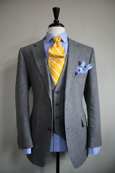 Single breasted gray wool suit with blue striped shirt and blue pocket square arranged as a blossoming bouquet. But going with a yellow tie? Wyatt would dig this! Gentleman Mode, Gentleman Style, Suit Fashion, Look Fashion, Mens Fashion, Fashion Tips, Mode Masculine, Sharp Dressed Man, Well Dressed Men