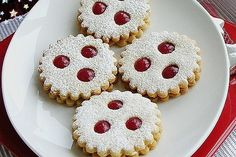 Linzer Augen, a sophisticated recipe from the biscuits & cookies category. Ratings: Average: Ø Linzer Augen, a sophisticated recipe from the biscuits & cookies category. Berry Smoothie Recipe, Easy Smoothie Recipes, Easy Cookie Recipes, Baking Recipes, Vegan Christmas, Christmas Baking, Christmas Cookies, Christmas Mood, Biscuits