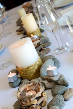 Rustic river: stones, tealights and flax weave detail on candles . Rustic river: stones, tealights and flax weave detail on candles . Theme Nature, Deco Nature, Wedding Table Decorations, Diy Centerpieces, Centrepieces, Masculine Centerpieces, Floral Wedding, Rustic Wedding, Zen Wedding