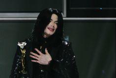Filhos de Michael Jackson dão detalhes da vida com o pai em documentário http://glo.bo/18QHOhz