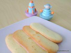 Recette des langues de chat à réaliser pour son bébé (dès 12 mois) ou avec ses enfants pour leur apprendre à cuisiner des biscuits.