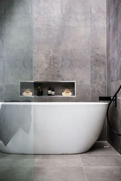 idée déco salle de bain Pinterest et revêtement en béton avec niche murale