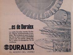 Los había de color verde, caramelo y transparentes. Estaban en todas las casas y en algunas, 50 años después, aún sobreviven. Como comprados en Corea del Norte, vamos. Hoy lo hemos cambiado todo por Ikea. Tal cual #duralex #publicidadantigua #publicidad