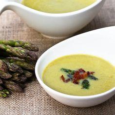 Light And Creamy Asparagus Soup via @spicyperspectiv #Soupapalooza