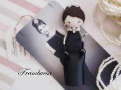 Audrey en Desayuno con diamantes Boche-colgante. Porta cadena de 70cm realizado a mano pvp 18 eurFrambuesa: Muñequitas de Cine
