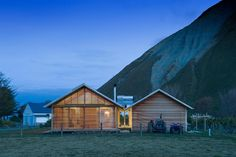 Built by Parsonson Architects in , New Zealand with date 2008. Images by Paul McCredie. Shoal Bay is a remote settlement on the rugged east coast ofsouthern Hawkes Bay.The building is designed to be part...