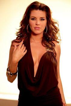 ¿Estas listo para ver a esta belleza, Alicia Machado, luciendo distintos vestidos a lo largo de #PremiosJuventud?