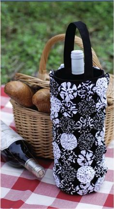 Create your own wine carrier for your next picnic.