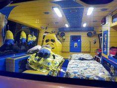 """Ambulancia """"tuneada"""" de los Minions"""