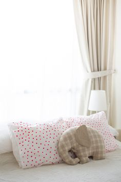 DIY polka dot pillowcase and Elephant pillow is adorable Felt Crafts, Fabric Crafts, Diy Crafts, Kids Pillows, Throw Pillows, Elephant Pillow, Sewing Projects, Diy Projects, My New Room