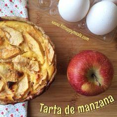 Hola a todos! Hoy os traigo una receta de tarta de manzana deliciosa!. Es una receta con una base firme, rellena de crema pastelera alta en proteínas y por encima...