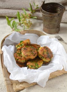 Simple and Yummy Recipes: Paneer and Spinach Bites Indian Chicken Recipes, Veggie Recipes, Baby Food Recipes, Indian Food Recipes, Vegetarian Recipes, Yummy Recipes, Snack Recipes, Cooking Recipes, Vegetables
