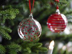 Country Charm Christmas via. Custom Christmas Ornaments, Christmas Images, Christmas Balls, Christmas Holidays, Christmas Ideas, Design Crafts, Diy Design, Christmas Entertaining, My Glass