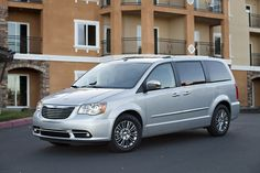 2013 Chrysler's Town & Country Combines Elegancy With Practicality
