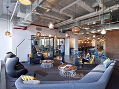 Thats Entertainment 5 California and NYC Companies Shine Spotlight on Design Seating area inside Condé Nast Entertainment by TPG Architecture in New York tpgarchi. City Office, Office Lounge, Office Seating, Lounge Seating, Lounge Areas, Office Decor, Office Ideas, Office Workspace, Interior Design Magazine