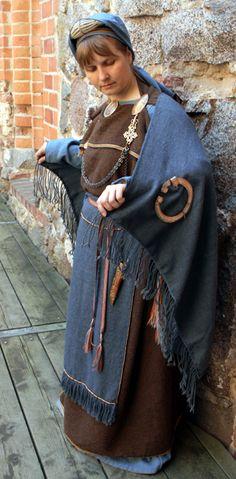 Viking Clothing, Viking Jewelry, Historical Clothing, Viking Garb, Viking Dress, Iron Age, Nordic Vikings, Viking Culture, Cleric