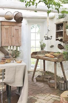 Jeanne d' Arc Living Magazine - 2017 Issue - August - Elena Giani - French French Home Decor, French Country Decorating, Diy Home Decor, Primitive Kitchen, Rustic Kitchen, Kitchen Ideas, French Kitchen, Jeanne Darc Living, Monsaraz