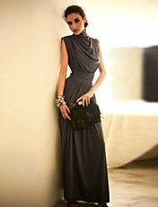 女性のスタンドカラープリーツハイウエストのマキシドレス – JPY ¥ 3,267