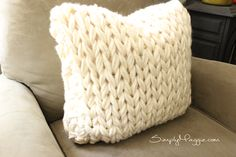 Arm Knitting Sample // Large Sew Pillow // Knit Pillow // Newbie's Sample // Merely Maggie Knitted Cushion Covers, Knitted Cushions, Knitted Blankets, Chunky Knitting Patterns, Christmas Knitting Patterns, Knitting Blogs, Teal Throw Pillows, Feather Pillows, Finger Knitting